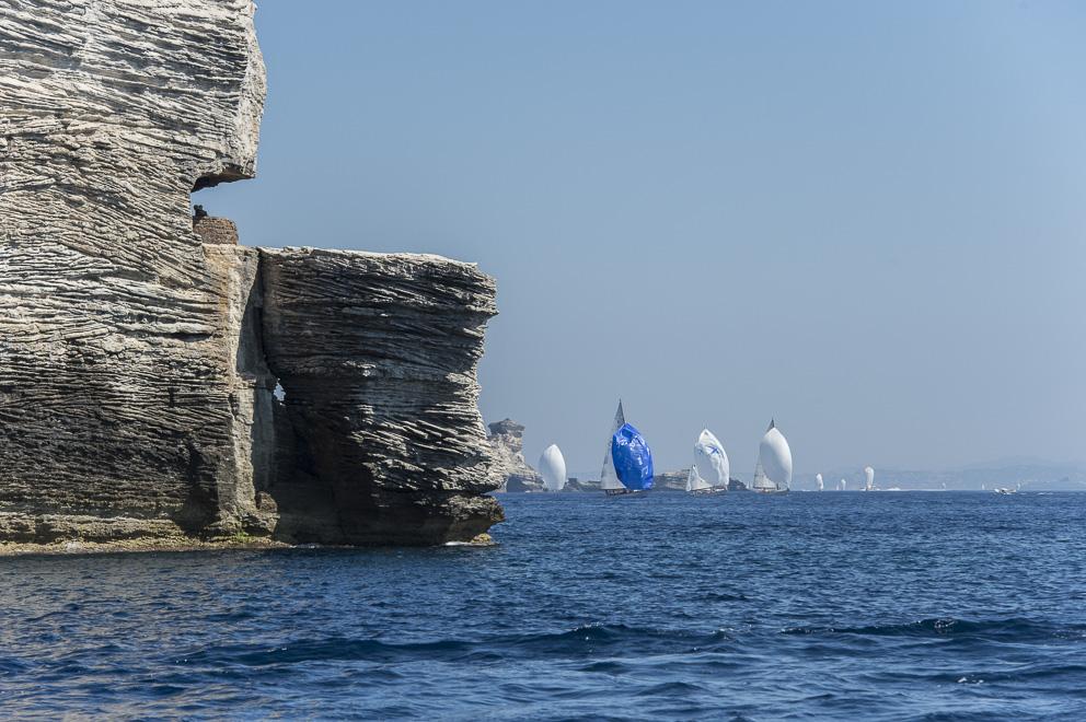 La flotte dans l'axe du gouvernail du goulet de Bonifacio photo Philippe Pierangeli