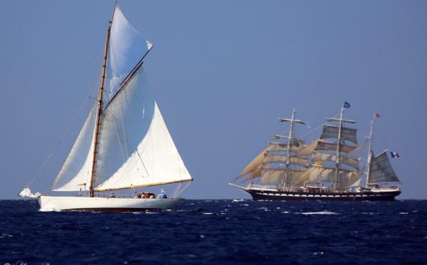 Jeudi 25 août 2016 : le vent n'en fait qu'à sa tête et joue avec la flotte entre les îles Lavezzi et Cavallo