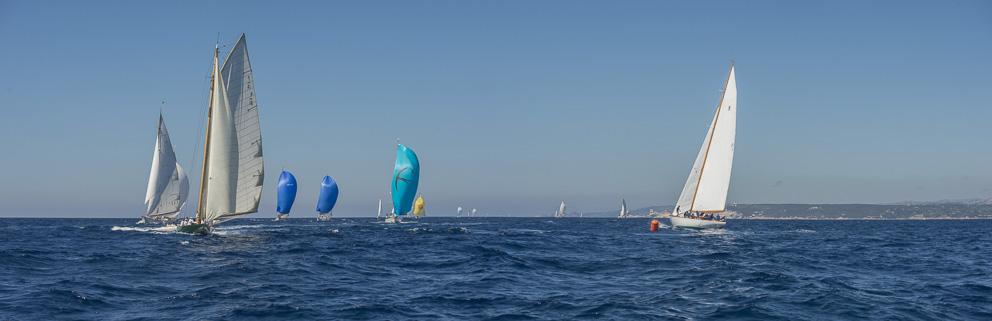 La flotte sous spis à la bouée des Lavezzi Trophée de la Ville de Bonifacio Photo Philippe Pierangeli