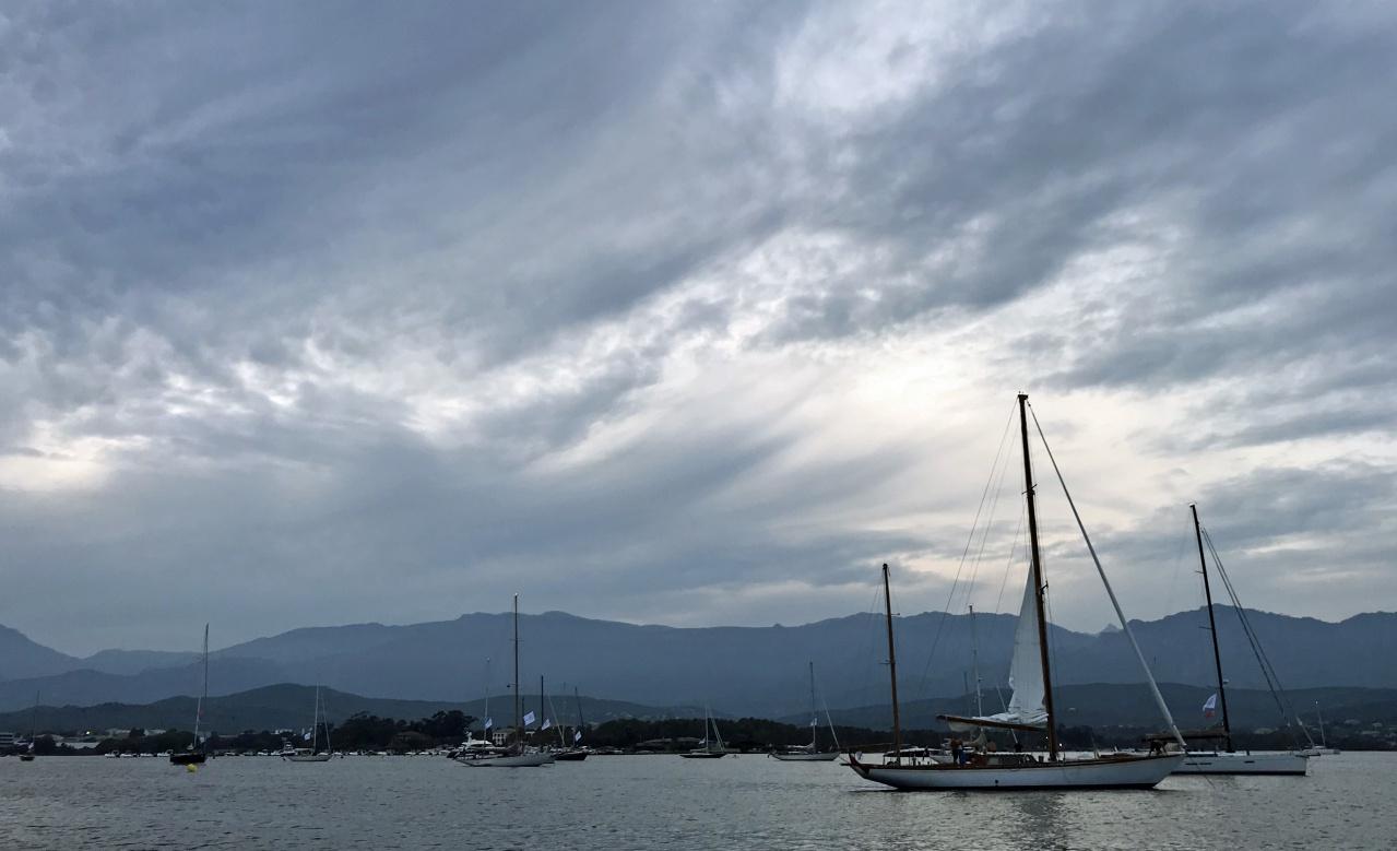CC 2019 golfe de Porto-Vecchio flotte au mouillage devant Casa Santini photo Thibaud Assante DR