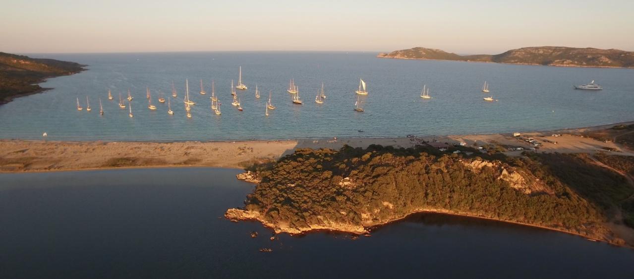 CC 2016 Bonifacio flotte au mouillage Golfe de Sant'Amanza photo Emmanuel Kirch by drone pilot Nicolas di Stefano DR