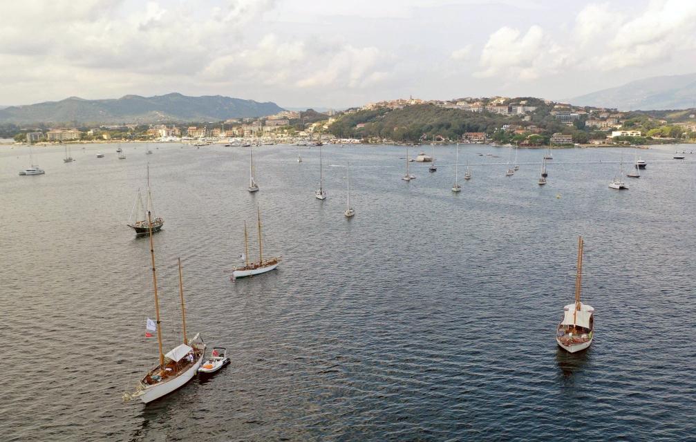 La flotte au mouillage dans la baie de Porto-Vecchio photo JP Pyrée DR