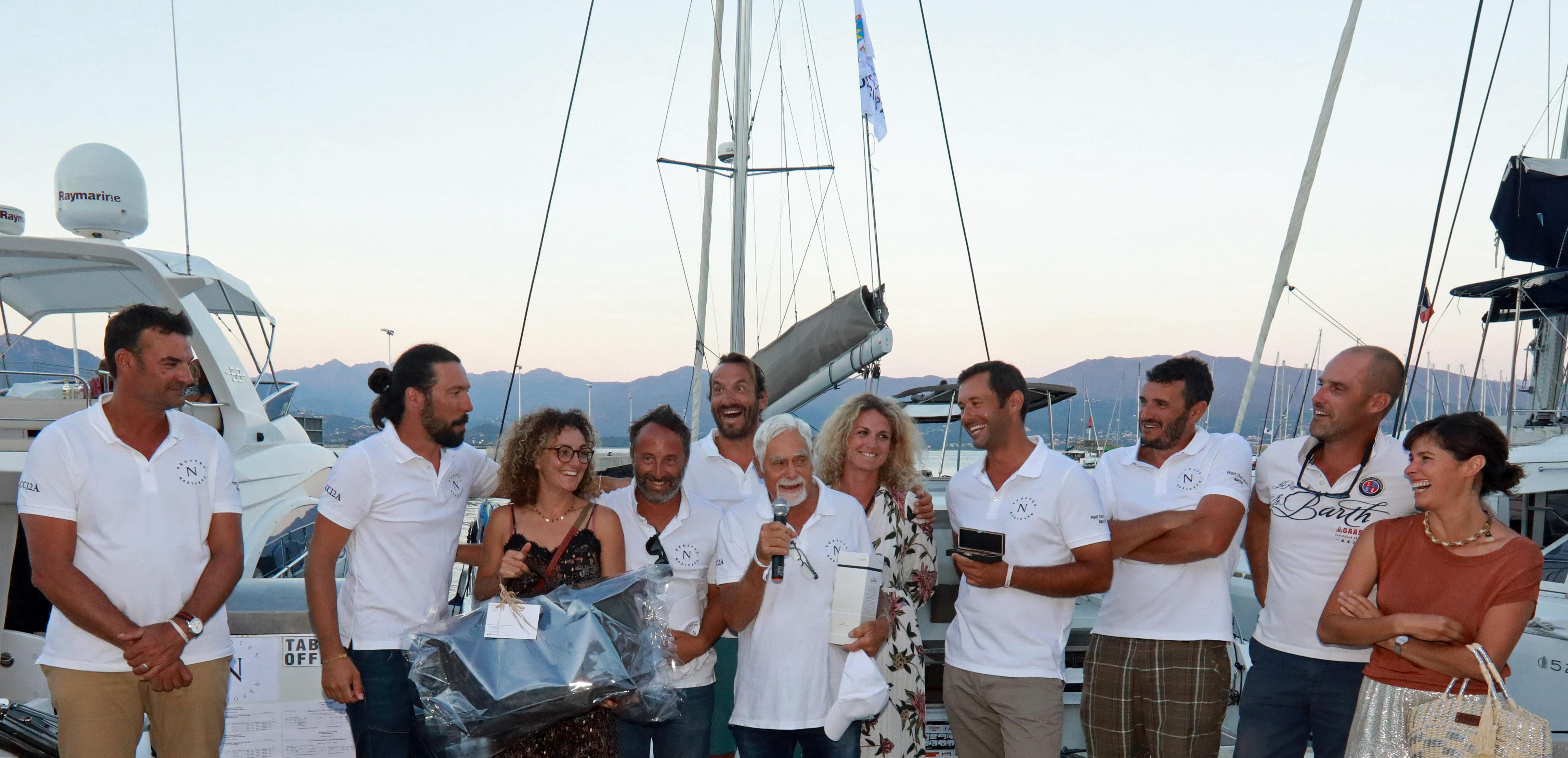 Régates Napoléon 2020 Remise des prix équipage vainqueur SY Aio Coco x Couteaux Terrasses d'Aragon x CCI photo JP Belzit DR