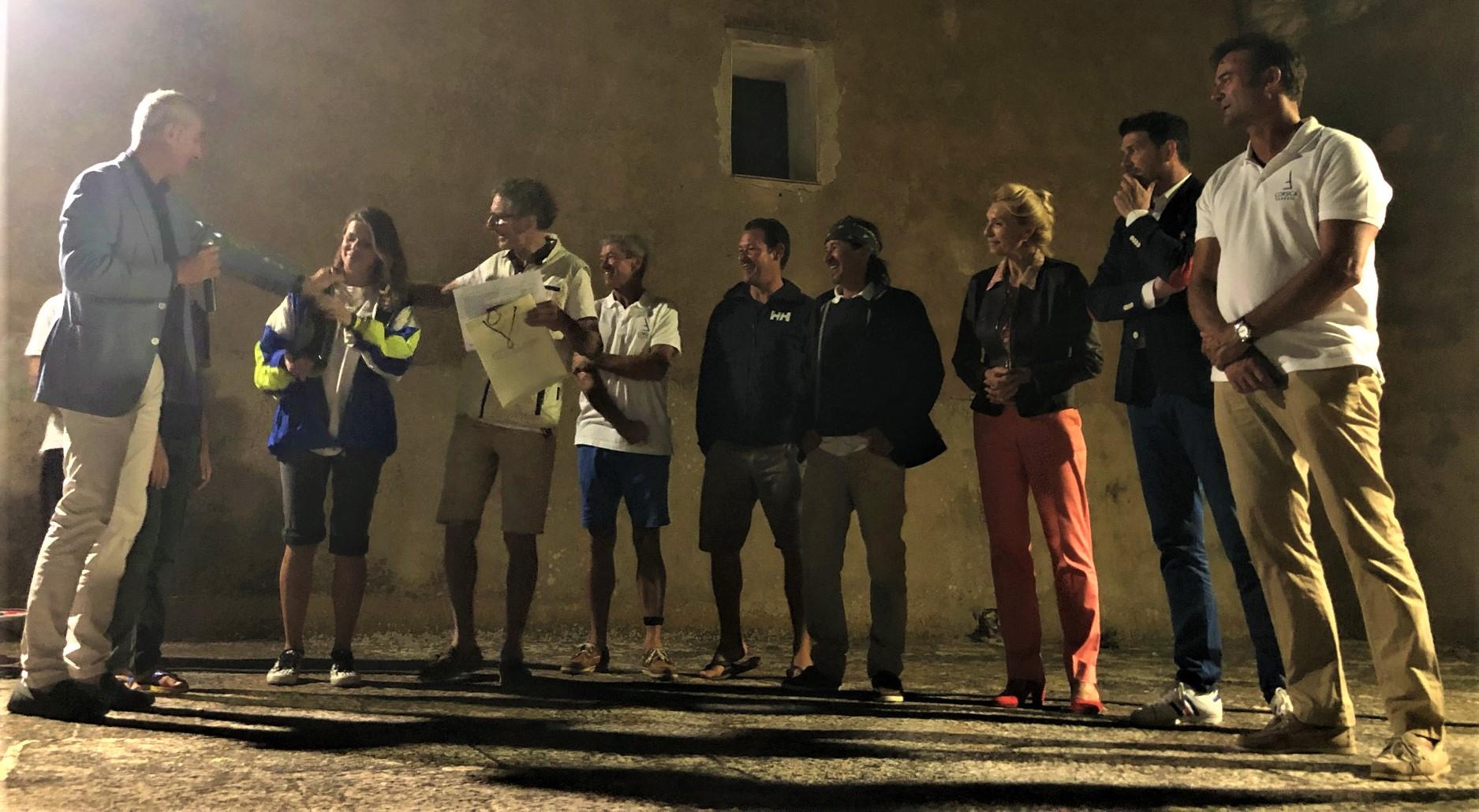 Bonifacio remise du prix du Trophée de la Ville Antoine Zuria, au vainqueur SY Vistona photo Katia Kulawick Assante
